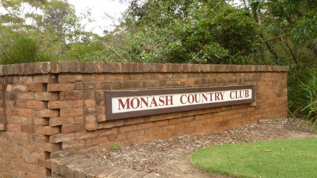 Entrance to Monash Country Club