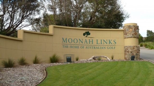 Entrance to Moonah Links