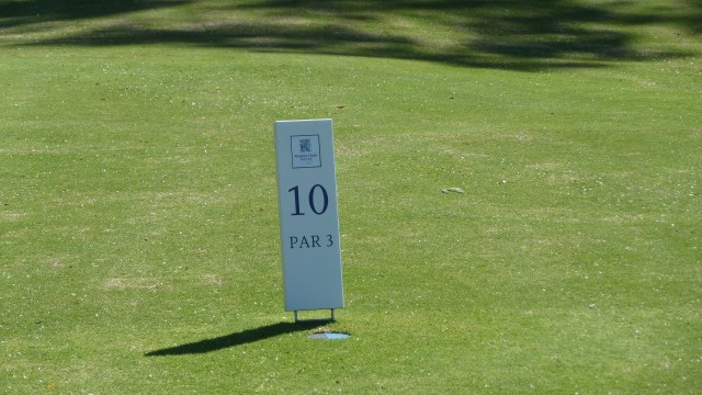 Tee marker at Kingston Heath Golf Club