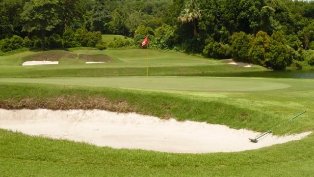 The 4th green at Ria Bintan Golf Club Ocean Course