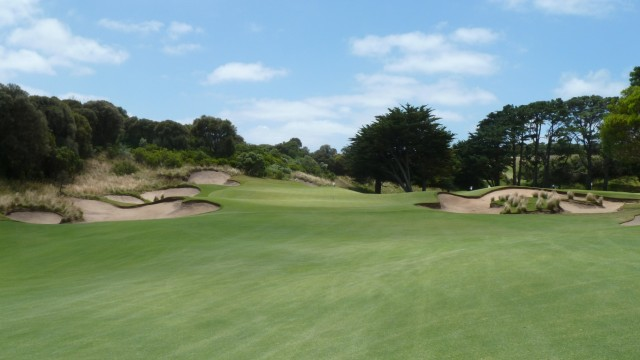 The 10th green at The National Golf Club Old Course