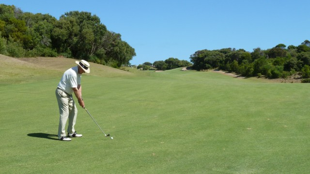 Barry playing on the 5th at The National Golf Club Old Course