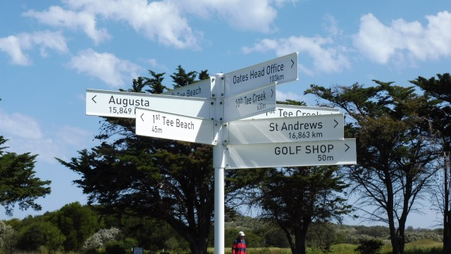 Golf signpost at Thirteenth Beach Golf Links