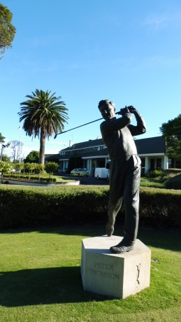 Statue of Peter Thomson at Victoria Golf Club