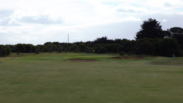The 11th green at Thirteenth Beach Golf Links Creek Course