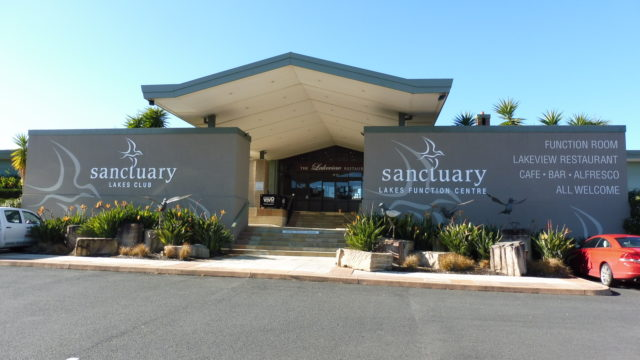 Clubhouse at Sanctuary Lakes Golf Club