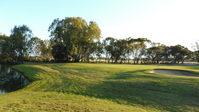 The 7th green at Murray Downs Golf Country Club