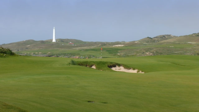 The 1st green at Cape Wickham Links