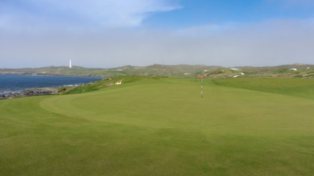 The 2nd green at Cape Wickham Links